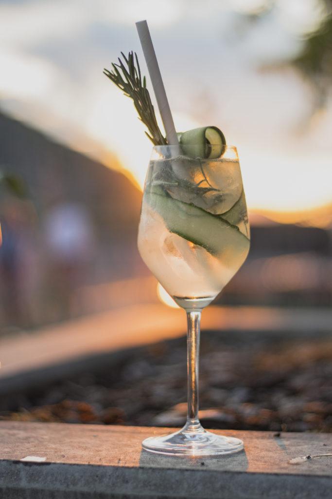 A nyári budapesti naplementében ez az uborkás Gin Tonic teljesen felfrissít